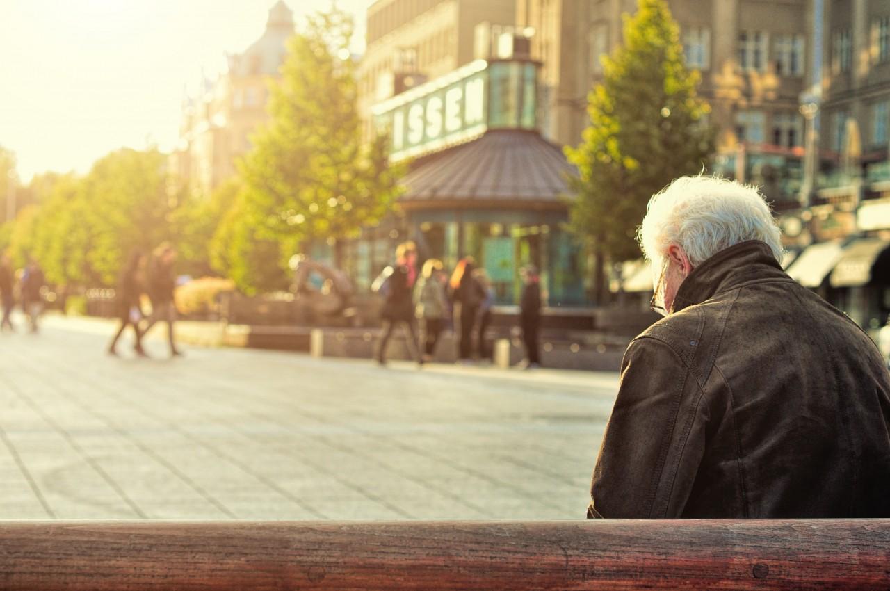 若い人たちは何歳から年金もらえるかちゃんと把握していますか?公的年金の支給開始年齢の引き上げ状況と未来予測。