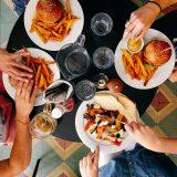 これからの飲食業界はフードデリバリーが注目!2020年にはレストランの売上の40%が宅配による売上になる?!